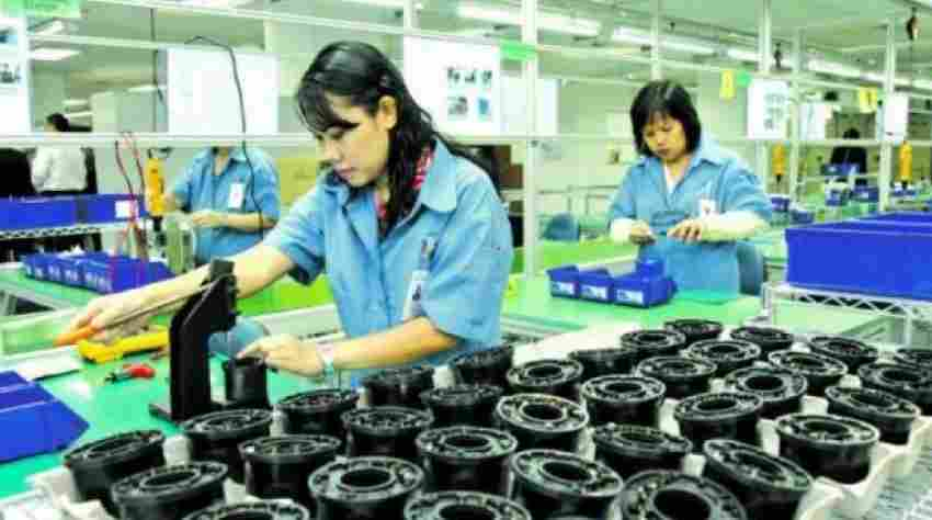 Singapore's manufacturing output raised by 12.6%